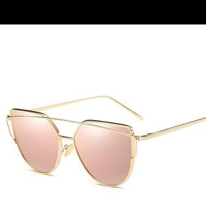 Accessories - ✨JUST IN✨ CatEyed Aviator Mirrored Gold Sunnies!